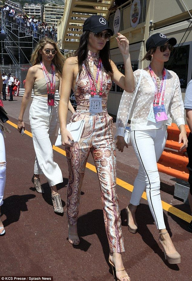 latest style outfits Kendall Jenner (17)