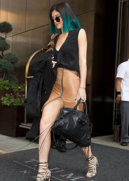 f1f79d4440214a3b11341921eabc96f3 18 Most Stylish Kylie Jenner Summer Outfits to Copy This Year