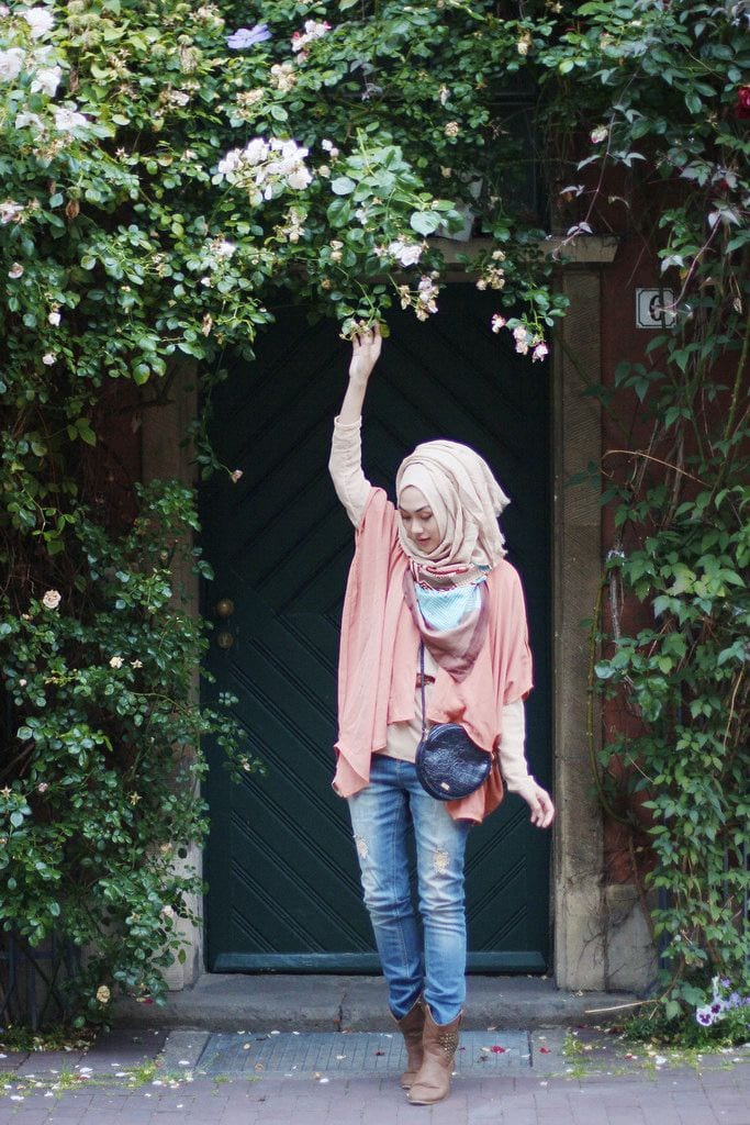 Hijab-with-long-boots 25 Western Outfits to Wear with Hijab for Gorgeous Look