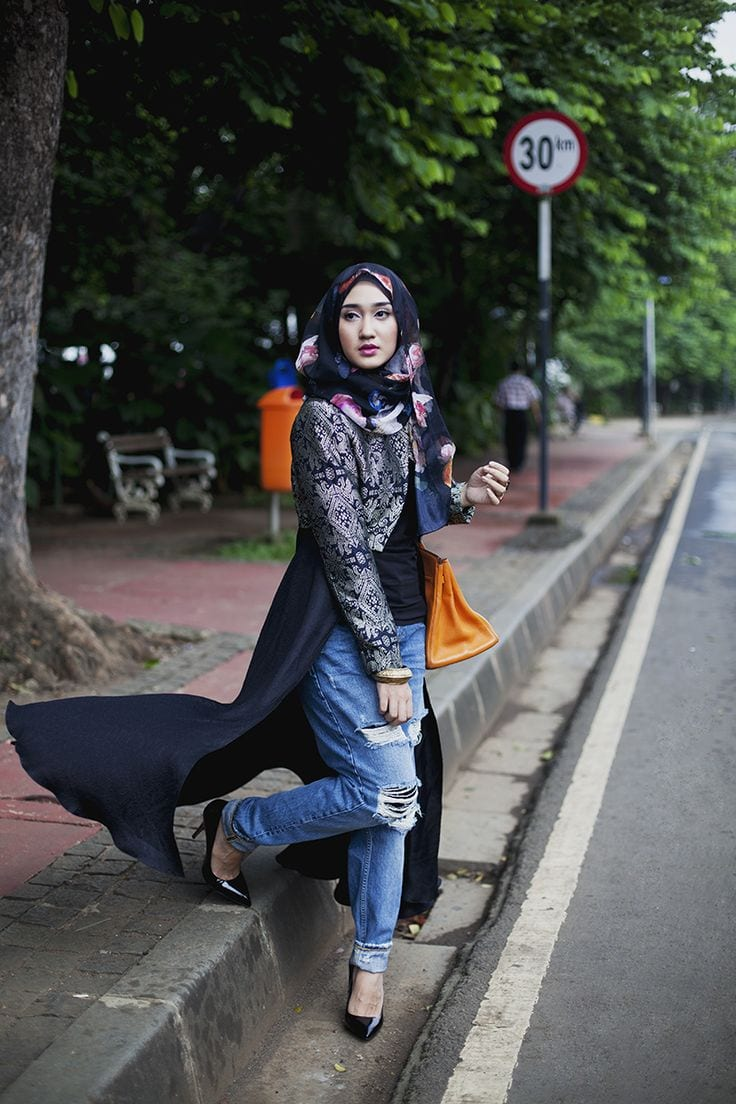Modest-Street-Fashion 25 Western Outfits to Wear with Hijab for Gorgeous Look