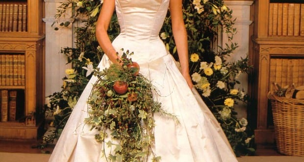 10 celebrities who wore world most expensive wedding dresses for Peacock feather wedding dress vera wang 2009