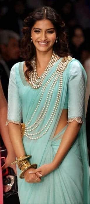 Phenomenal Hairstyles For Saree 20 Cute Hairstyles To Wear With Saree Short Hairstyles Gunalazisus