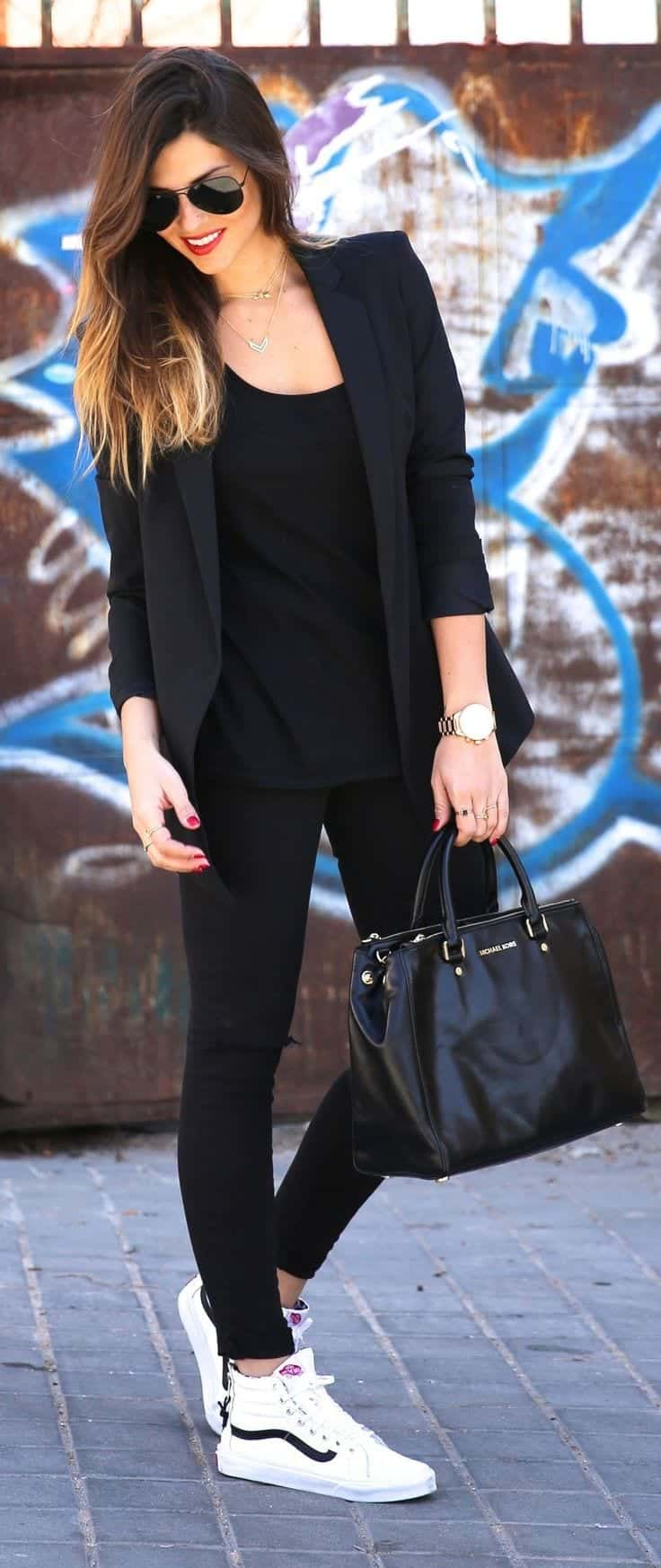 black sporty outfit look
