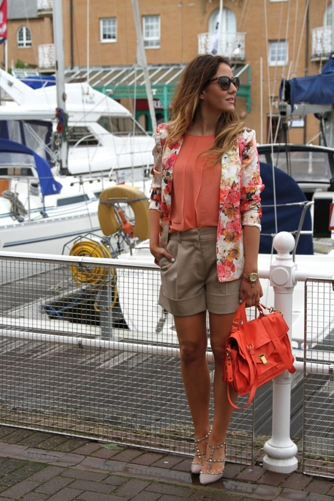 floral-blazer 21 Trending Spring Street Style Outfits for Women This Year