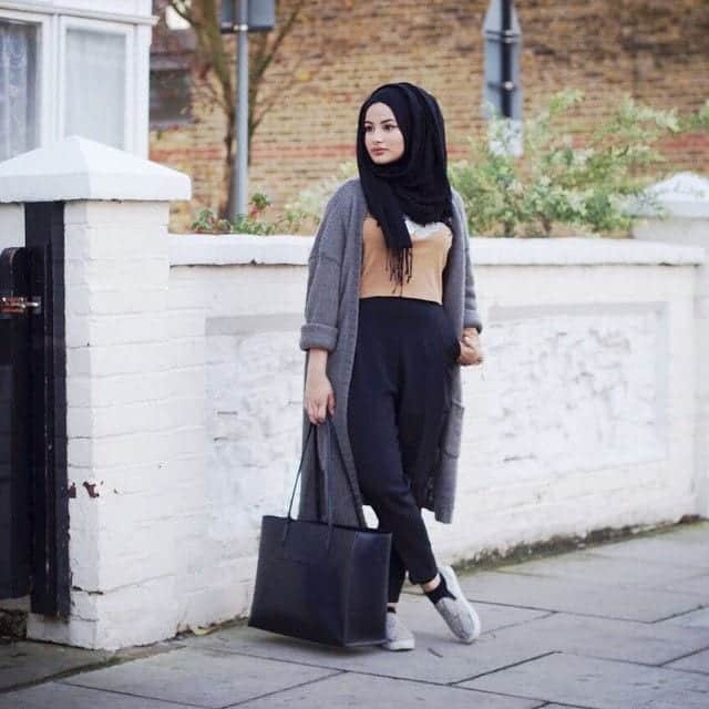 10 Popular Hijab Fashion Instagram Accounts to Follow This ...