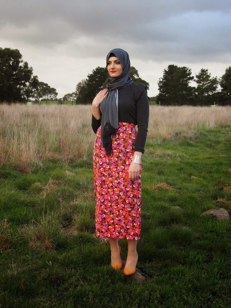 hijab-with-pencil-skirt-768x1024 Hijab Skirt outfits-24 Modest Ways to Wear Hijab with Skirts