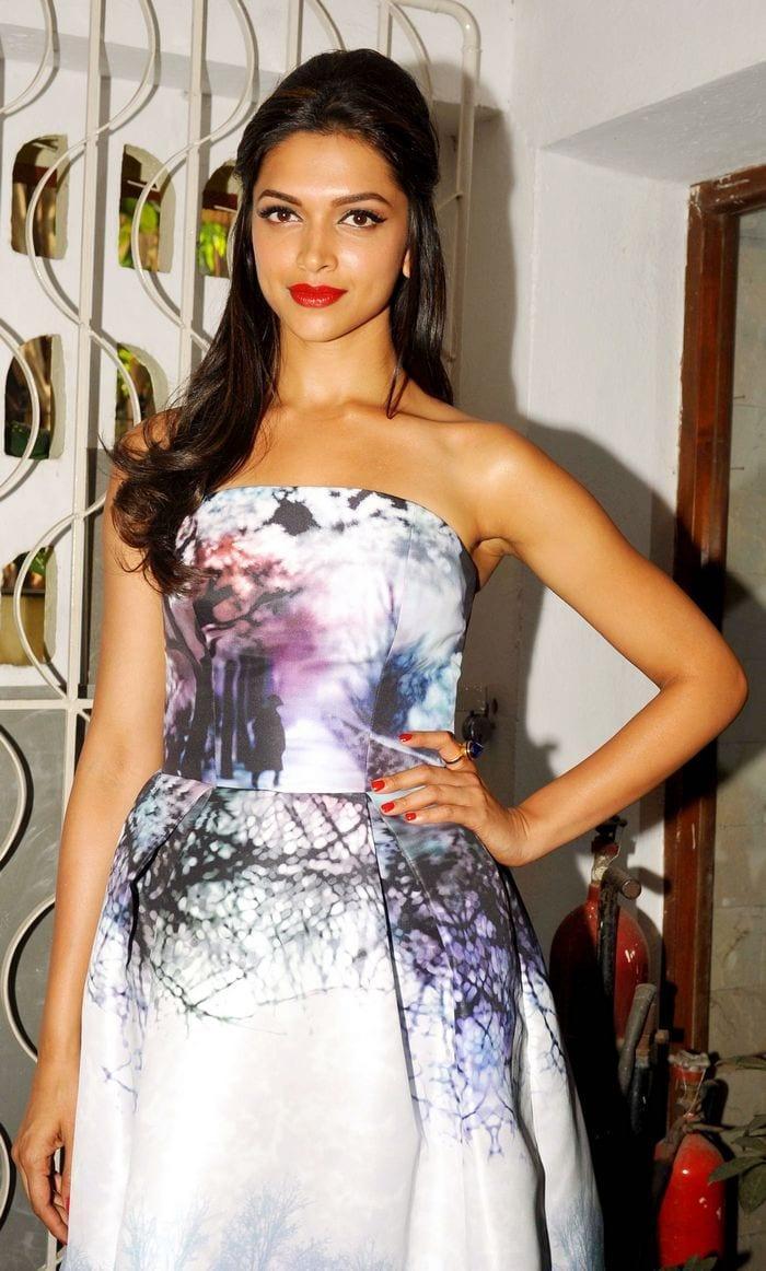 177 Deepika Hairstyles-20 Best Hairstyle of Deepika Padukone