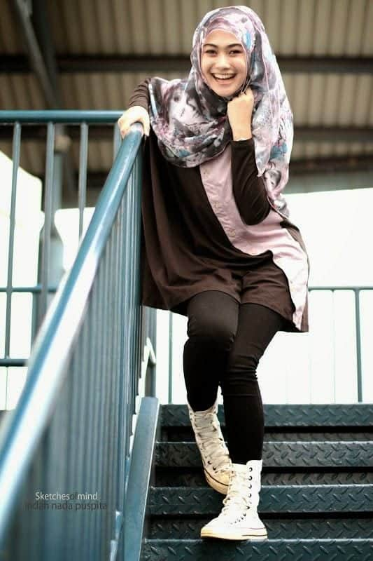 18 ways to wear sneakers with hijab outfit (1)