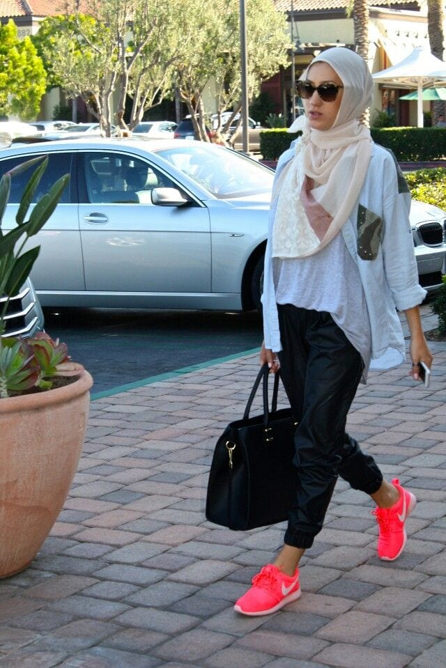18 ways to wear sneakers with hijab outfit (8)
