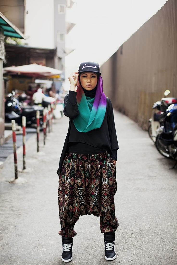 18 ways to wear sneakers with hijab outfit (7)