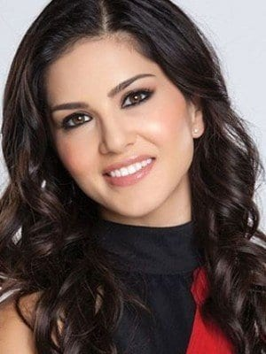 loose-waves 20 Best Sunny Leone Hairstyles of All time