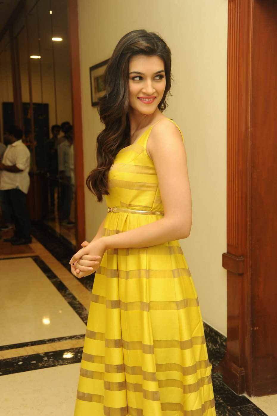 181 Kriti Sanon Pics - 30 Cute Kriti Sanon Outfits and Looks