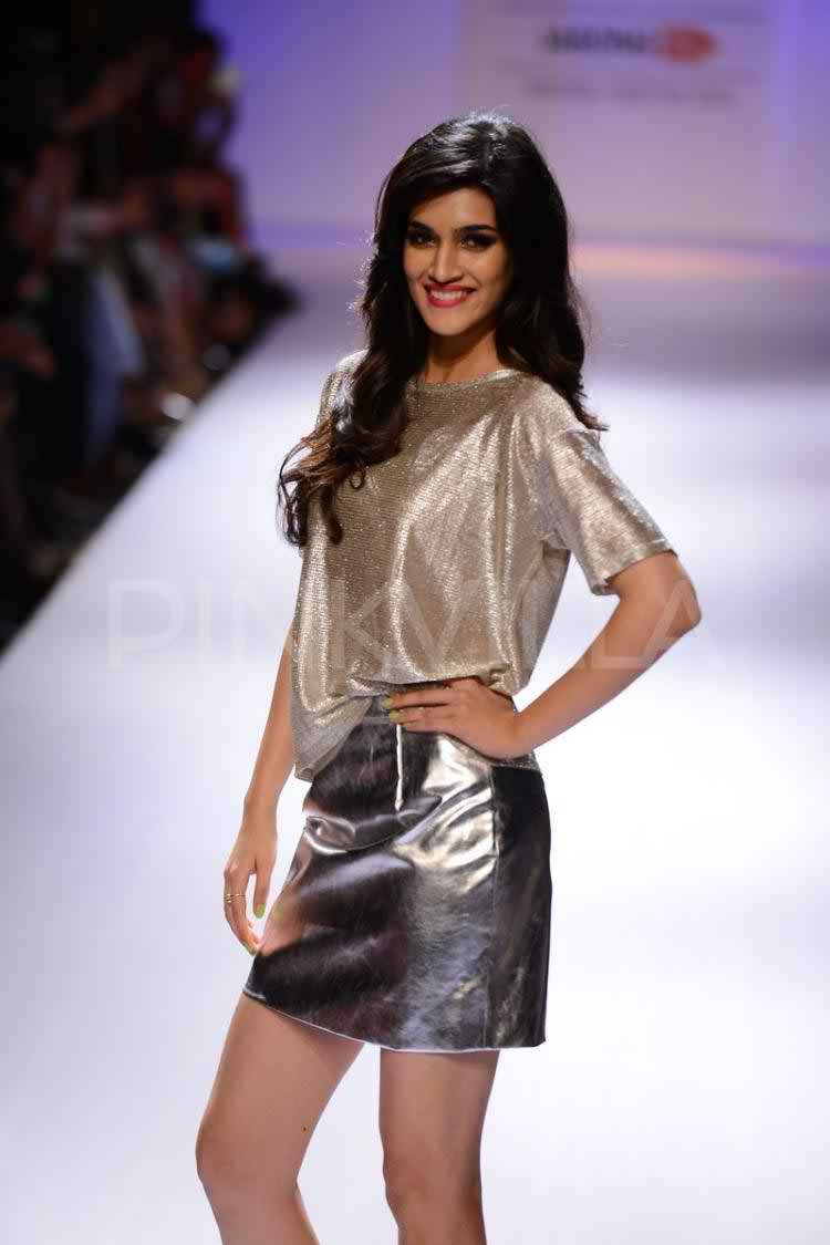 251 Kriti Sanon Pics - 30 Cute Kriti Sanon Outfits and Looks