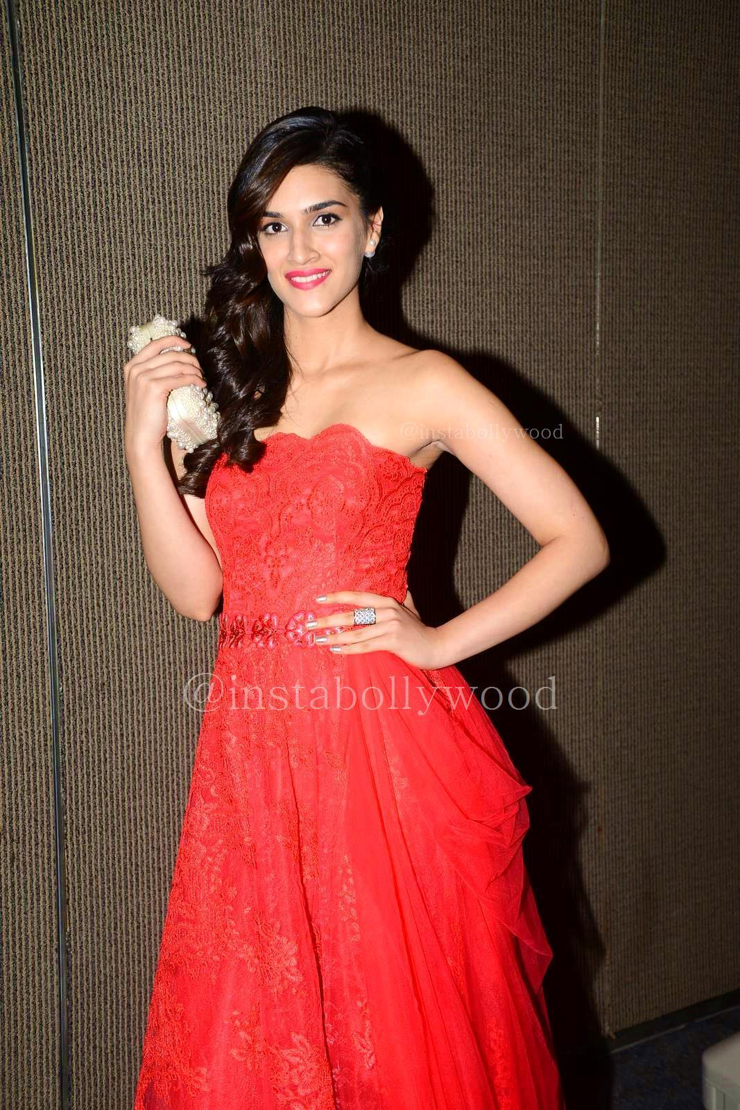 31 Kriti Sanon Pics - 30 Cute Kriti Sanon Outfits and Looks