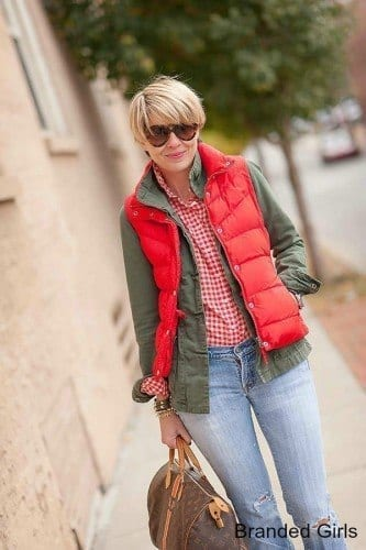 Simple outfits to wear with puffy vests (4)