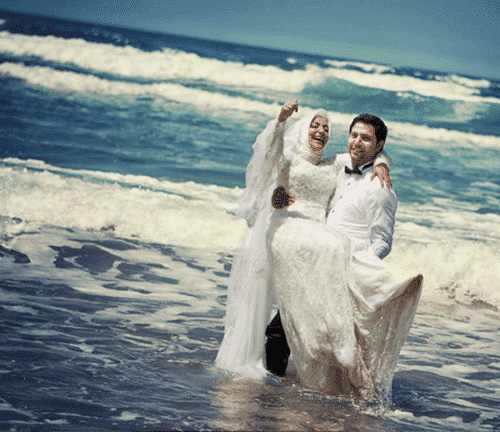 married-couple-hugging19-500x432 These 30 Cute Married People Hugging Pictures Will Melt Your Heart