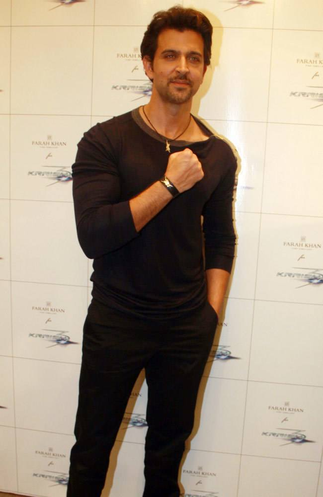 13-A-Sexy-Descent-Outfit Hrithik Roshan Outfits-30 Best Dressing Styles of Hrithik Roshan