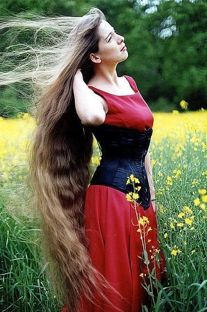 14-The-Girl-With-The-Dreamiest-Long-Stunning-Hair Longest Hair Women-30 Girls with Longest Hair In the World