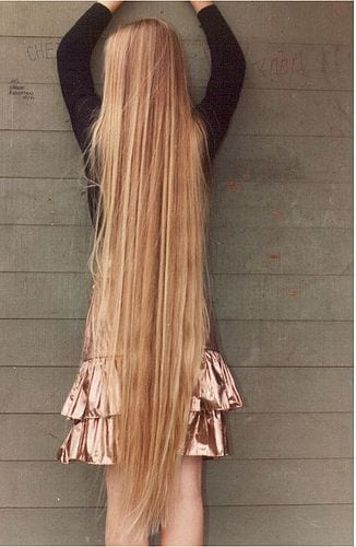 16-The-Girl-With-Happiest-Long-Blonde-Hair Longest Hair Women-30 Girls with Longest Hair In the World