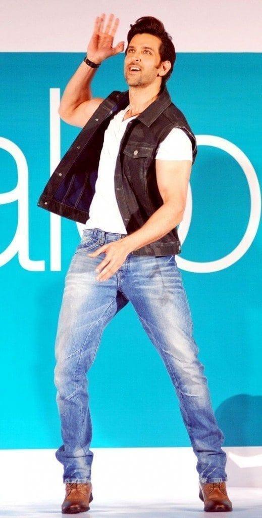 17-His-Band-Bang-Casual-Outfits-519x1024 Hrithik Roshan Outfits-30 Best Dressing Styles of Hrithik Roshan