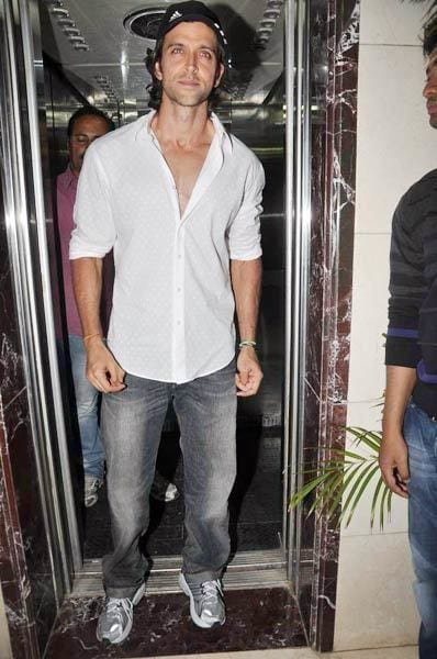 2-A-Cool-Happy-Outfit-Day Hrithik Roshan Outfits-30 Best Dressing Styles of Hrithik Roshan