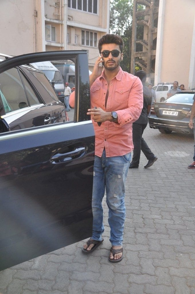 2-In-the-most-Glamorous-Street-Outfit-to-Date-680x1024 Arjun Kapoor Outfits-30 Best Dressing Styles of Arjun Kapoor to Copy