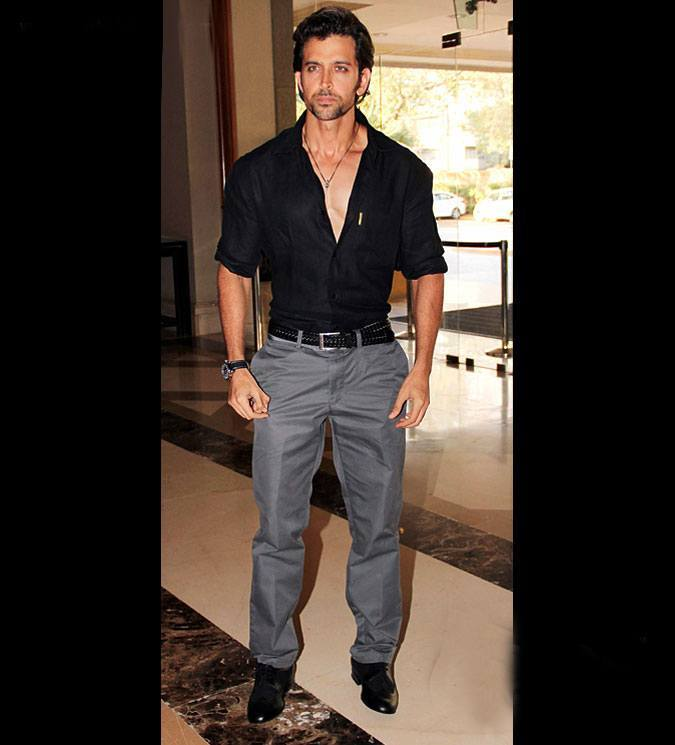 25-In-an-Appealing-and-Dominant-Swag-Outfit Hrithik Roshan Outfits-30 Best Dressing Styles of Hrithik Roshan