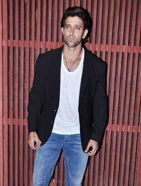 26-In-a-Formal-Casual-Outfit-Trend Hrithik Roshan Outfits-30 Best Dressing Styles of Hrithik Roshan