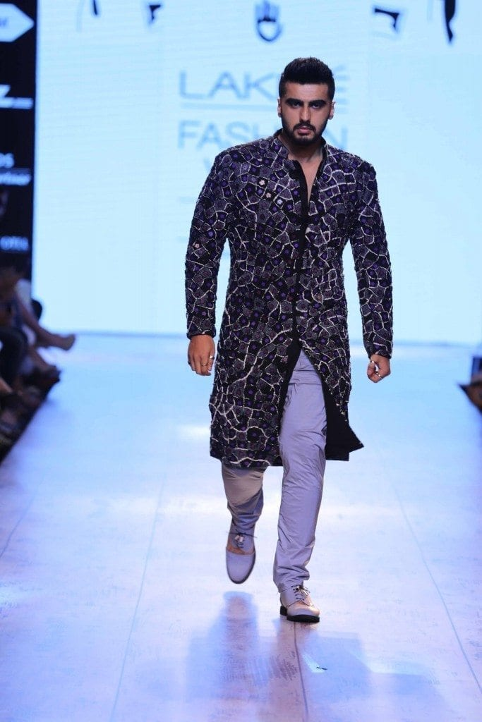 28-His-Black-Kurta-Outfit-at-Lakme-Fashion-Week-683x1024 Arjun Kapoor Outfits-30 Best Dressing Styles of Arjun Kapoor to Copy