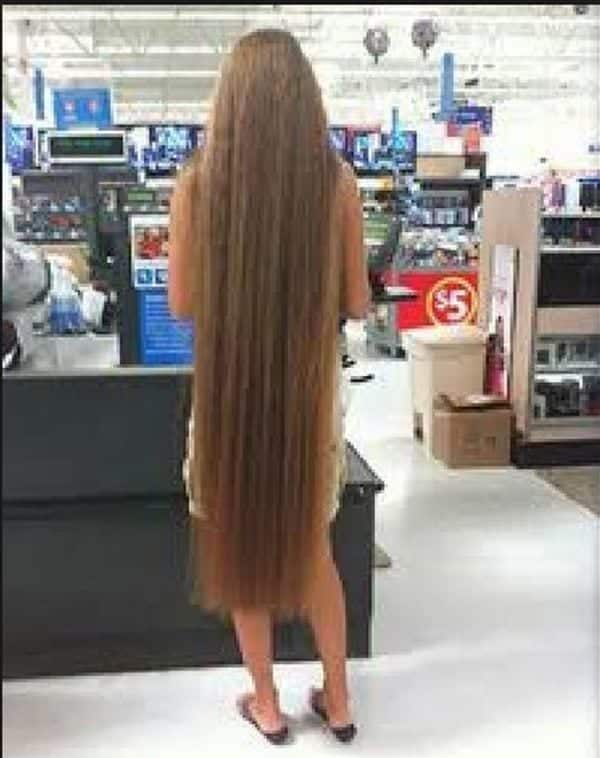 28-The-Brazilian-Woman-With-Thick-Long-Hair Longest Hair Women-30 Girls with Longest Hair In the World