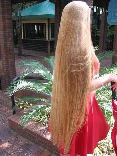 5-The-Girl-whose-Hair-is-Meant-to-be-Flown-1 Longest Hair Women-30 Girls with Longest Hair In the World