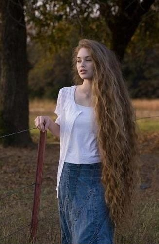 9-The-Girl-With-Prettiest-Curly-Long-Hair Longest Hair Women-30 Girls with Longest Hair In the World