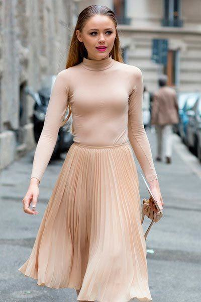 #1 - A Simplistic Yet Catchy Nude Dress