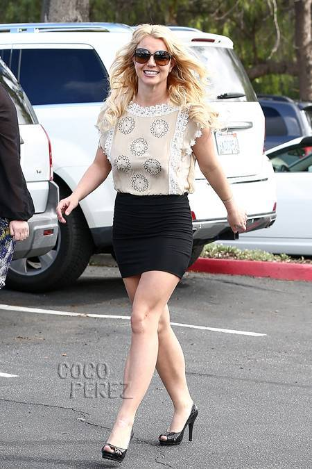 12-A-New-Cavalry-Street-Fashion Britney Spears Outfits-25 Best Dressing Styles of Britney to Copy