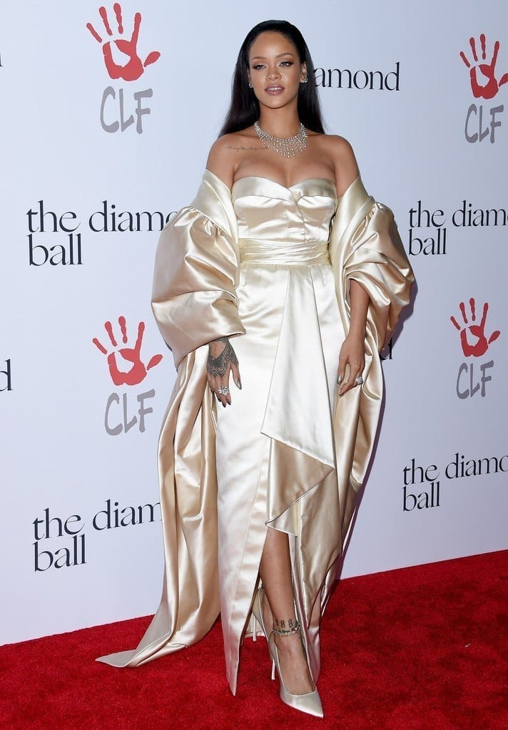12-An-Ultra-shiny-Gown-Style-712x1024 Rihanna Outfits-25 Best Dressing Styles of Rihanna to Copy