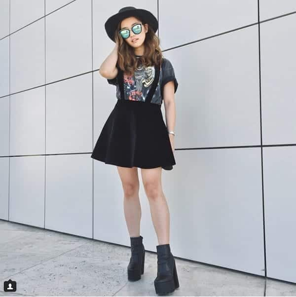 12-Bring-Swag-With-Suspender-Skirts Graphic Tee Ideas-20 Stylish Outfit Ideas with Graphic Tees