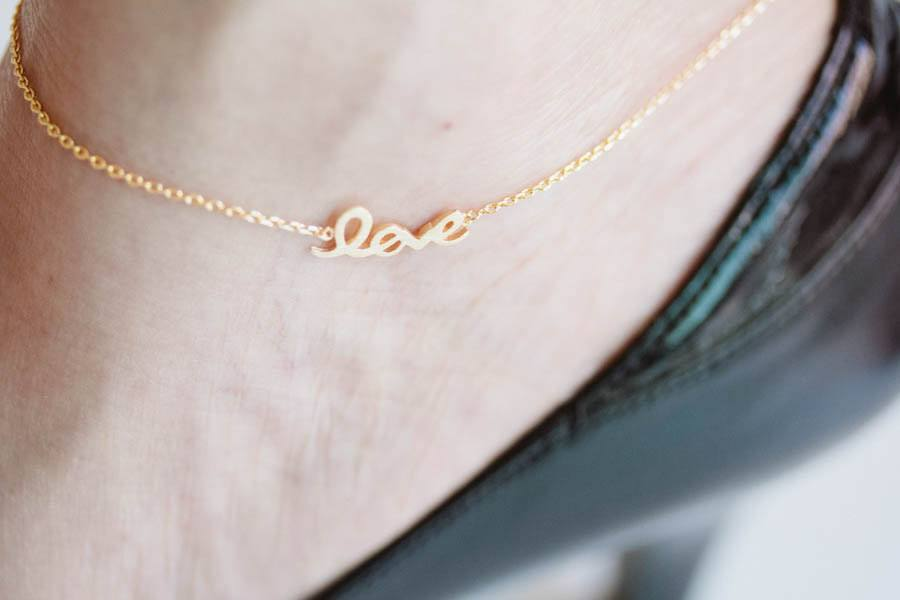 13-Gesture-of-Love-and-Gold Cute Ankle Bracelets-19 Ideas how to Wear Ankle Bracelets