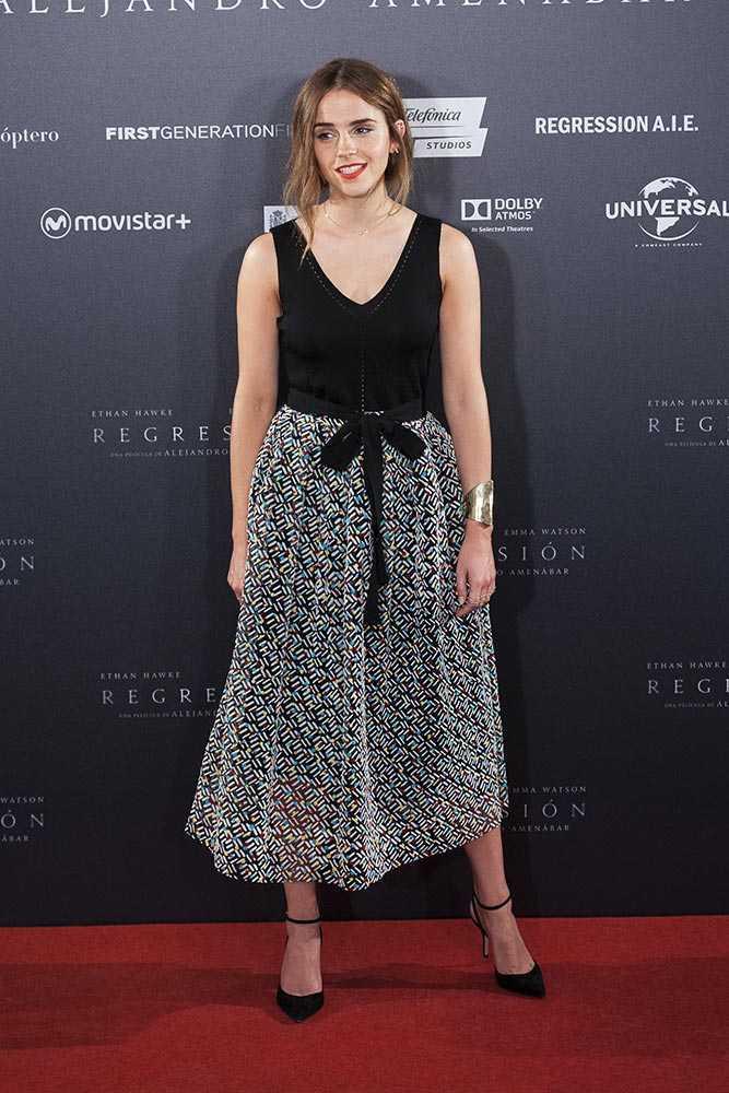 15-A-Cool-Milkmaid-Style-Dress Emma Watson Outfits - 25 Best Dressing Style of Emma Watson