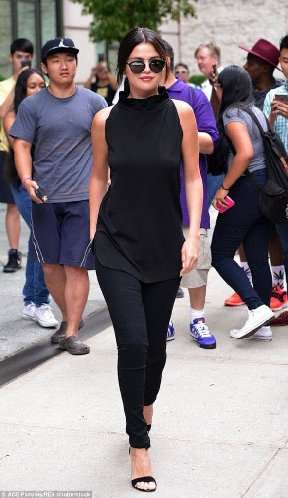 16-An-All-Black-Swagger-Style-592x1024 Selena Gomez Outfits-25 Best Dressing Styles of Selena to Copy