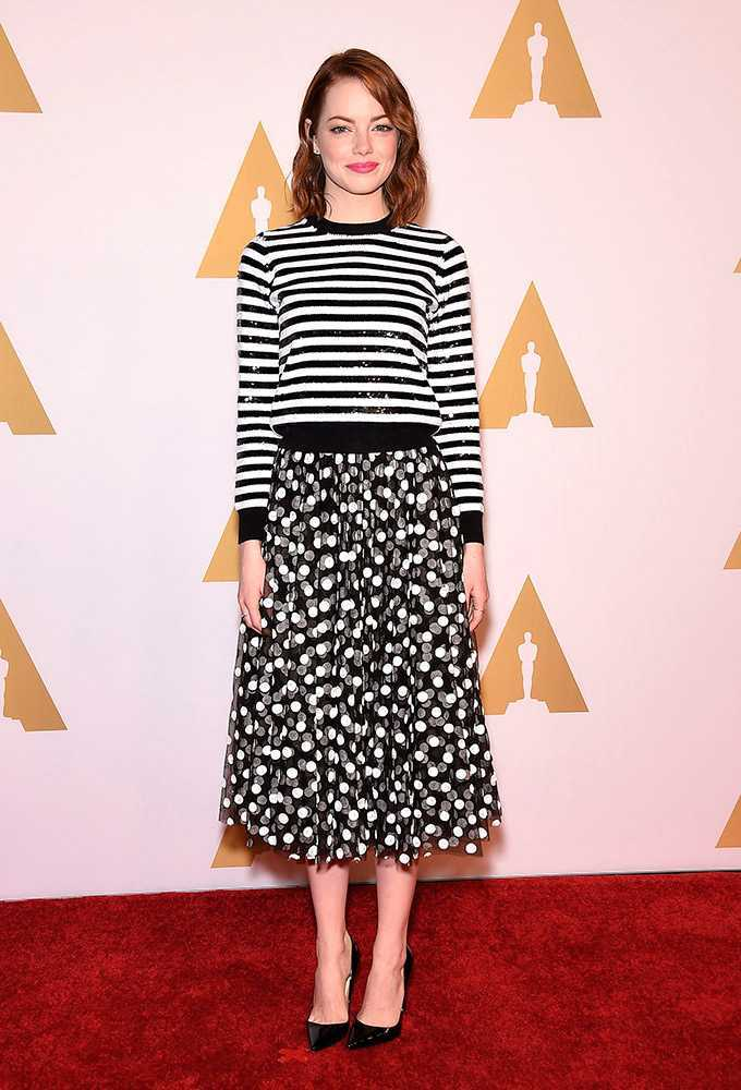 19-Black-White-Outfit-with-StripesCircles Emma Stone Outfits-25 Best Dressing Styles of Emma Stone to Copy