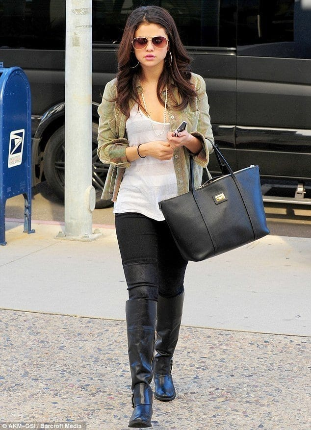 19-The-Most-Branded-Casual-Look Selena Gomez Outfits-25 Best Dressing Styles of Selena to Copy