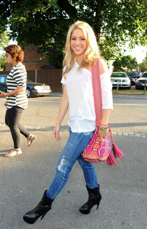 21-An-Awesome-Summer-Street-Style Shakira Outfits - 25 Best Dressing Styles of Shakira to Copy