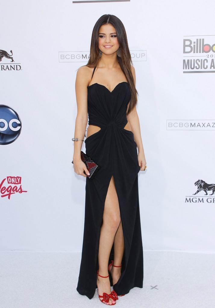 24-A-Side-cropped-Gown-with-Bow-Heels-714x1024 Selena Gomez Outfits-25 Best Dressing Styles of Selena to Copy