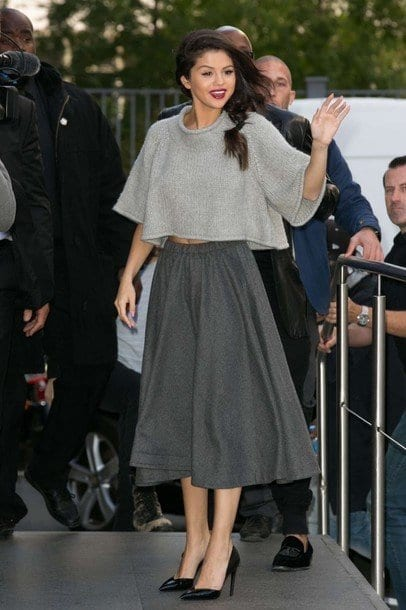 25-The-Most-Comfy-Midi-skirt-Outfit Selena Gomez Outfits-25 Best Dressing Styles of Selena to Copy
