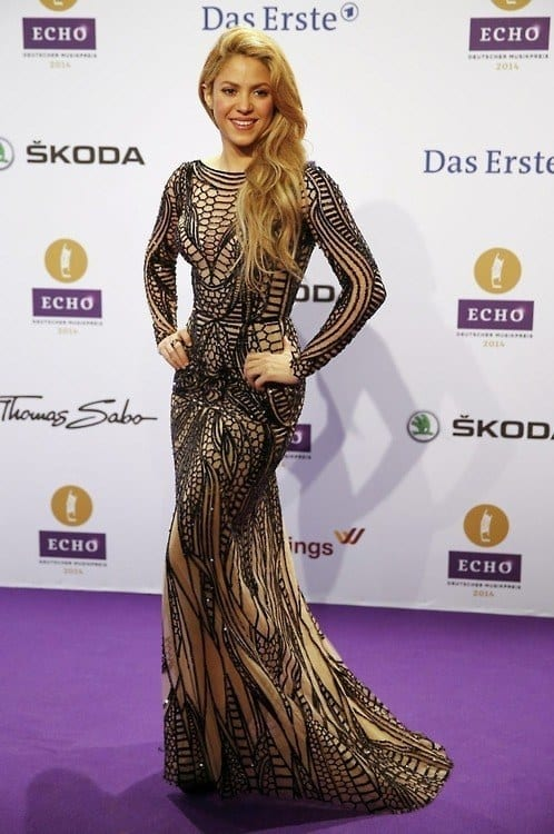 5-Her-Artistic-Taste-of-Clothing Shakira Outfits - 25 Best Dressing Styles of Shakira to Copy