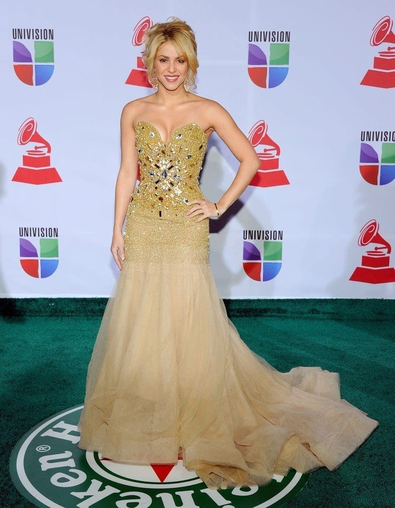 8-A-Beaded-Gown-798x1024 Shakira Outfits - 25 Best Dressing Styles of Shakira to Copy