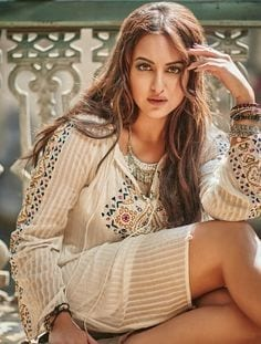8a38b2959179842fae1798cdbd12e5cd Sonakshi Sinha Outfits-25 Dressing Styles of Sonakshi to Copy