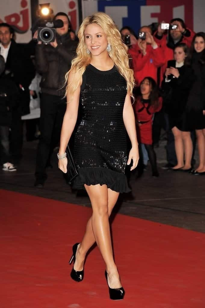 9-A-Shimmering-Fancy-Dress-681x1024 Shakira Outfits - 25 Best Dressing Styles of Shakira to Copy