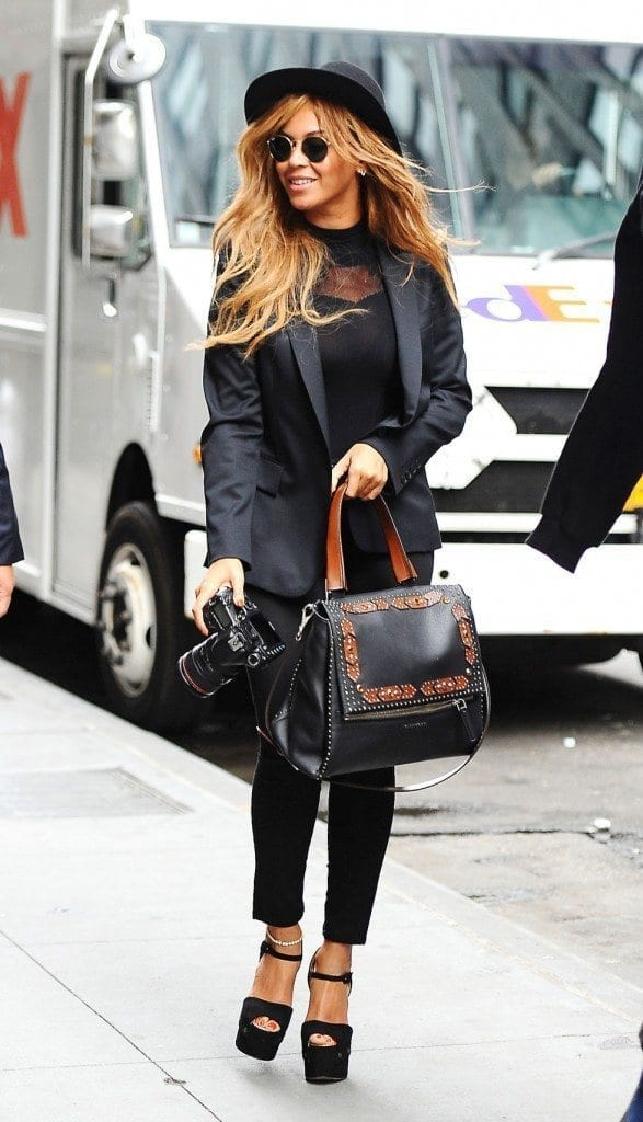 1-A-Phenomenal-Street-Style-587x1024 Beyonce Outfits - 25 Best Dressing Styles of Beyoncé to Copy