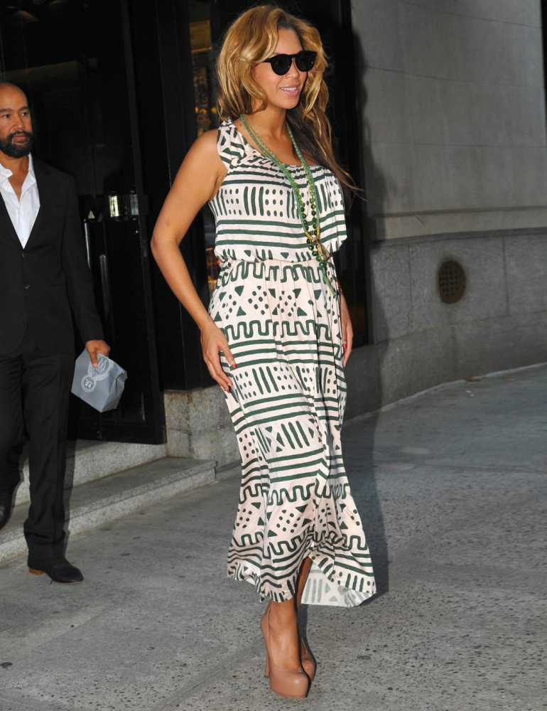 15-A-Bohemian-Decent-Dress Beyonce Outfits - 25 Best Dressing Styles of Beyoncé to Copy